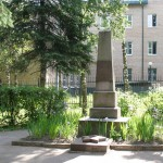 памятник ученикам Чеховсой школы, погибшим на фронте_изменить размер_изменить размер