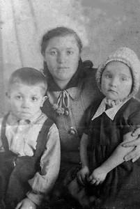 Бабуся с детьми