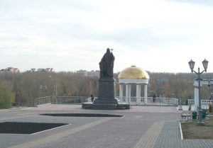 800px-monument_of_patriarch_nikon_in_saransk